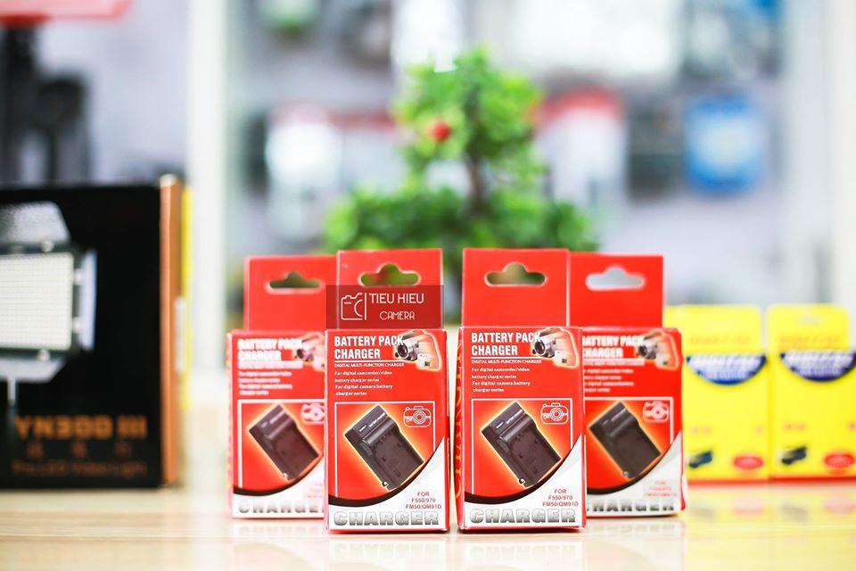 Sạc Pin Đèn LED F550/F570