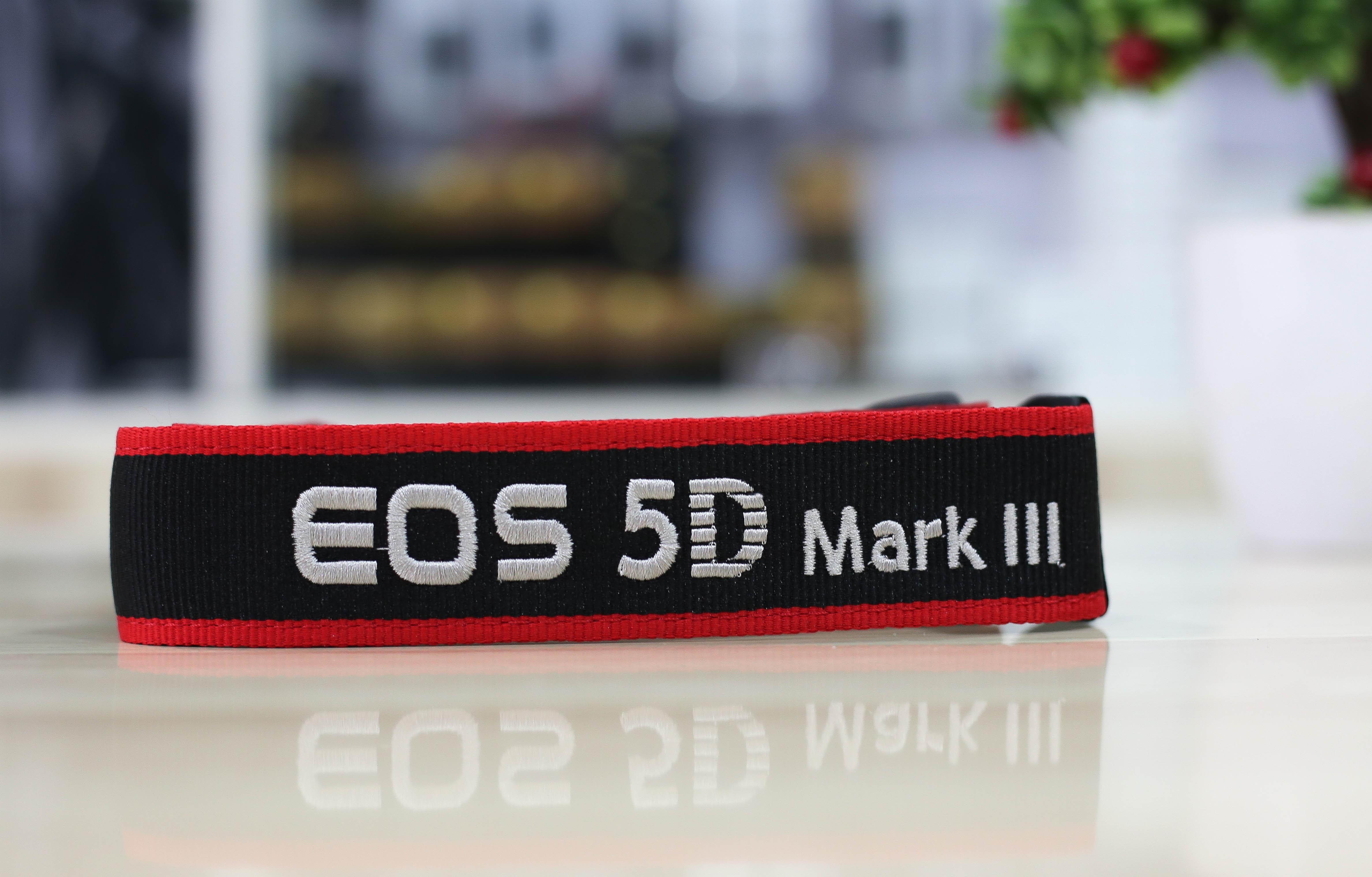 Dây đeo máy ảnh canon 5d mark III